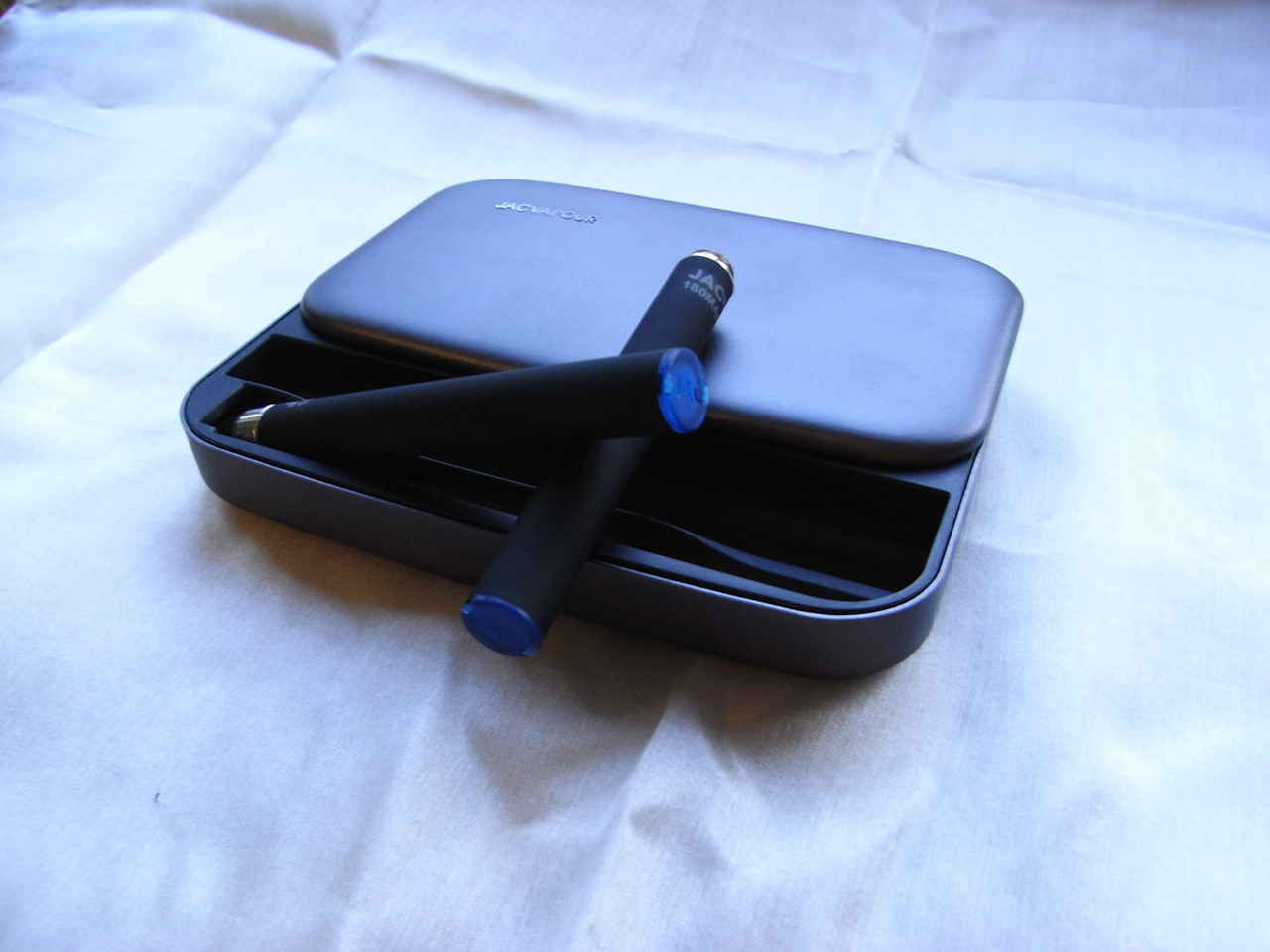 V1P im Portable Charging Case - JacVapour